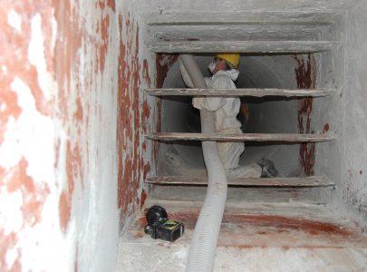 Pulizia vetrerie con escavatore a risucchio